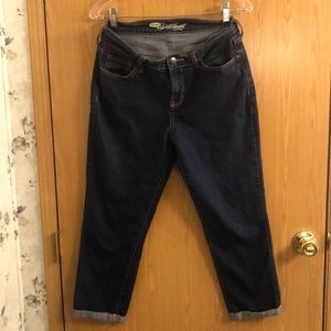 Old Navy Sweatheart dark rolled jean capris.
